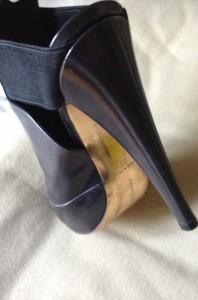 DKNY heel